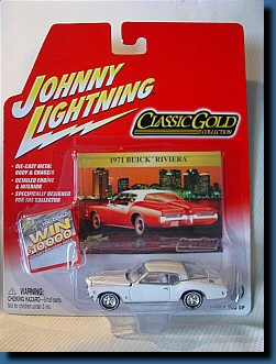Johnny Lightning 1971 (Classic Gold) Buick Riviera 1:64