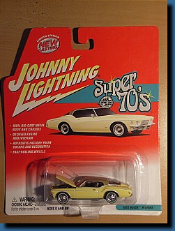 Johnny Lightning 1972 (Super 70's) Buick Riviera 1:64
